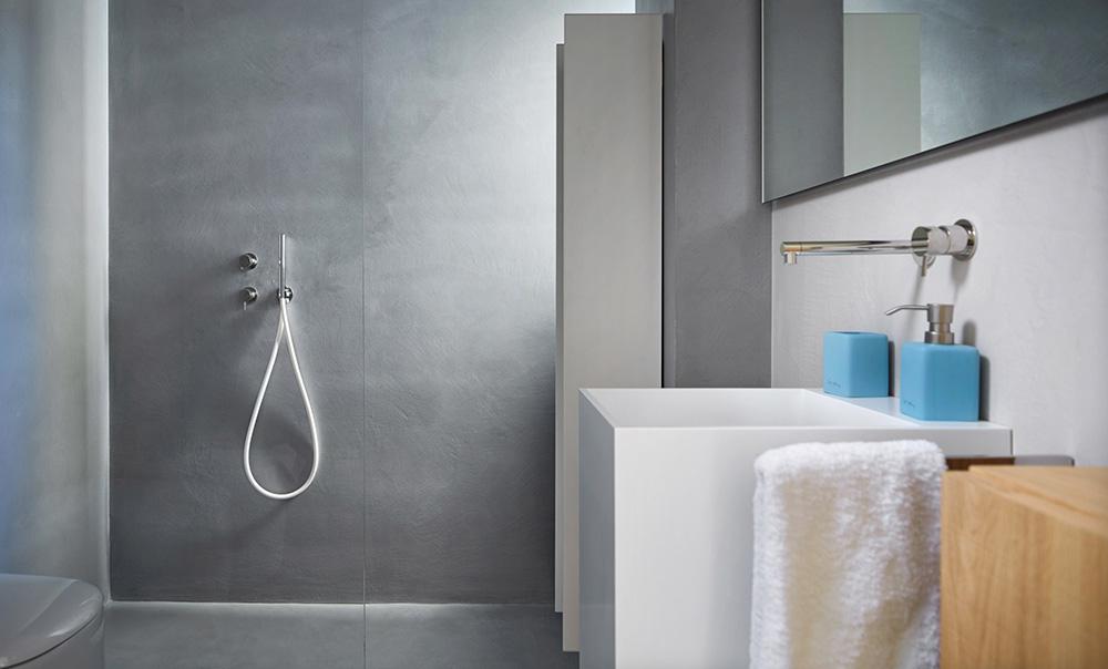 doccia rivestita in microcemento