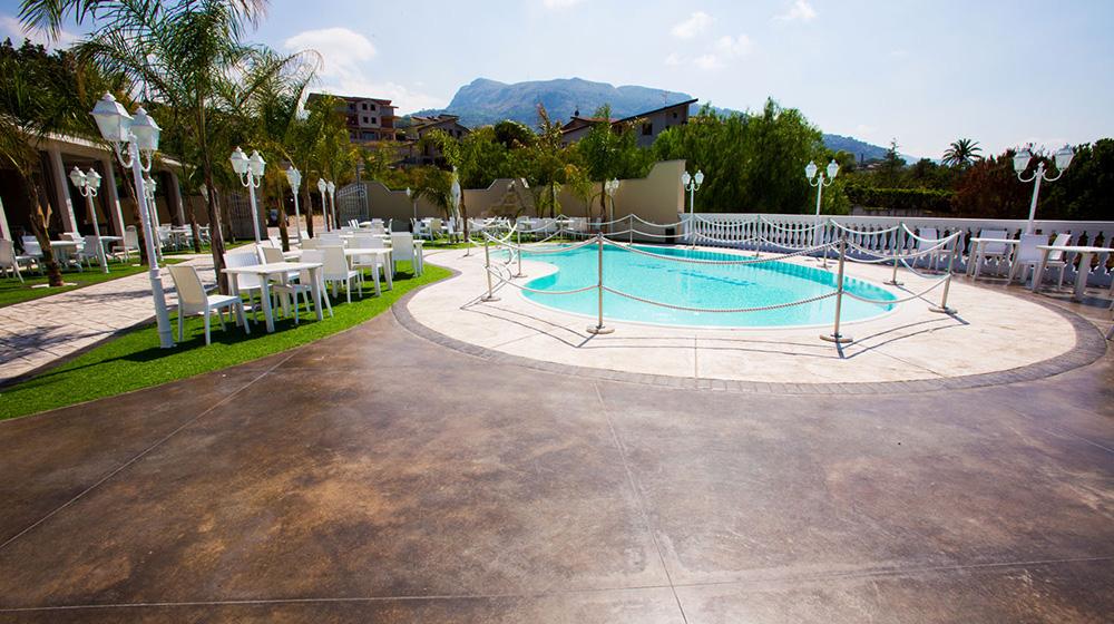 bordo piscina hotel la cascina